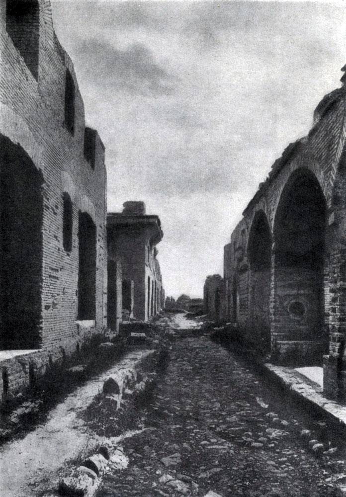 301. Улица в Остии близ Рима. Постройки 2—3 вв.